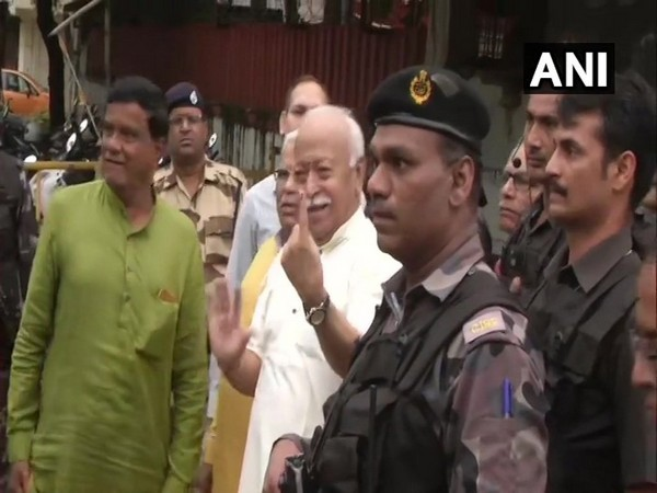 RSS chief Mohan Bhagwat casts his vote in Maharashtra assembly elections on Monday. Photo/ANI