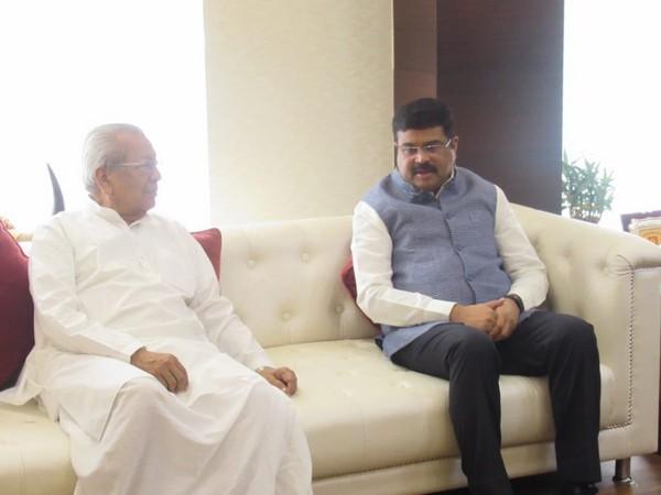 Union Minister Dharmendra Pradhan and Andhra Pradesh Governor Biswabhusan Harichandan on Friday in Amaravati. Photo/Twitter