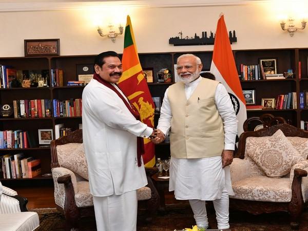 Prime Minister Narendra Modi (L) and his Sri Lankan counterpart  Mahinda Rajapaksa (R) (Photo credit: Narendra Modi's Twitter)