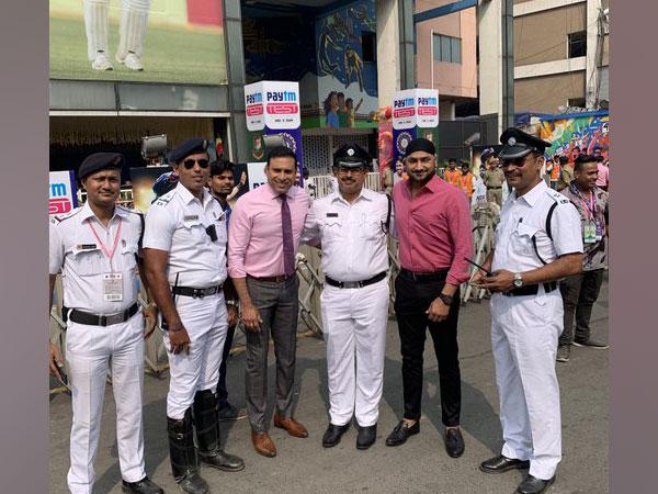 Harbhajan Singh shares picture with Kolkata police (Photo/ Harbhajan Singh Twitter)
