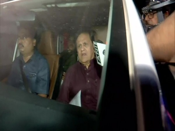 Congress leader Ahmed Patel speaking to reporters in Mumbai on Wednesday. Photo/ANI