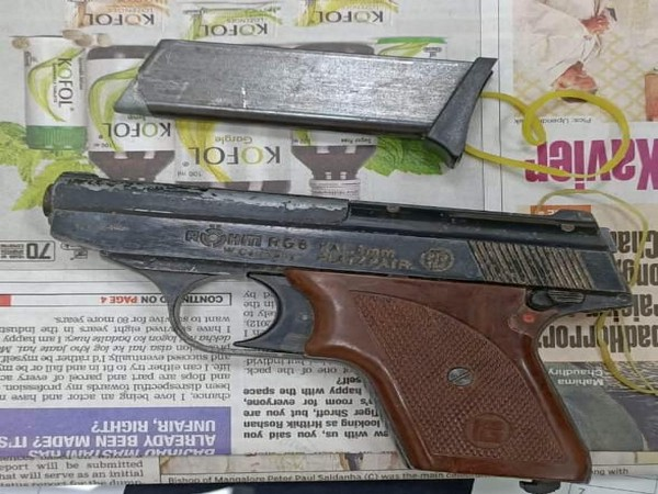 The recovered pistol and empty magazine. Photo/ANI