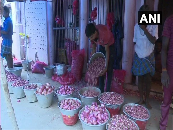 Onions being sold for Rs 200 in Madurai. [Photo/ANI]