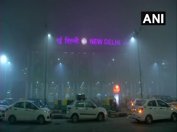 Foggy weather conditions at New Delhi railway station. Photo/ANI