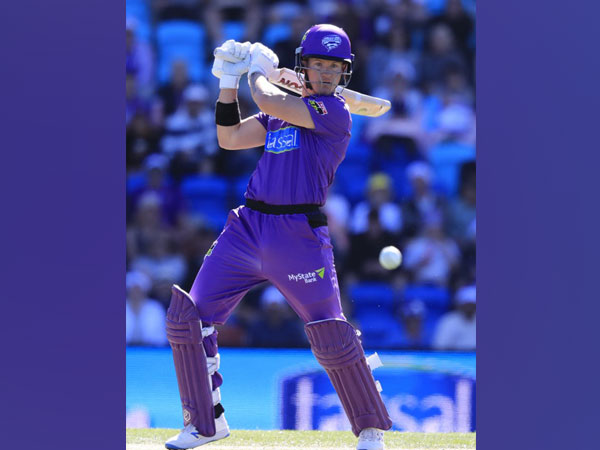 Hurricanes' batsman D'Arcy Short in action against Melbourne Renegades (Photo/ BBL Twitter)
