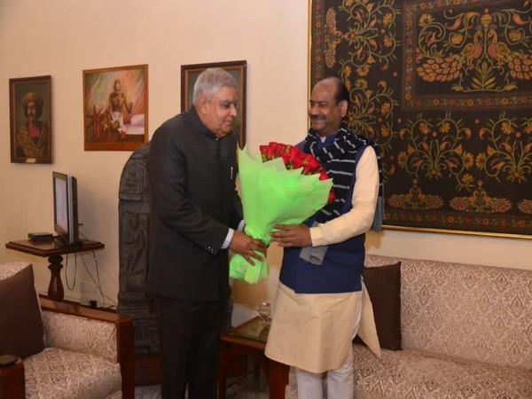 WB governor Jagdeep Dhankhar receiving Lok Sabha Speaker Om Birla in Kolkata on Wednesday. Photo/Twitter