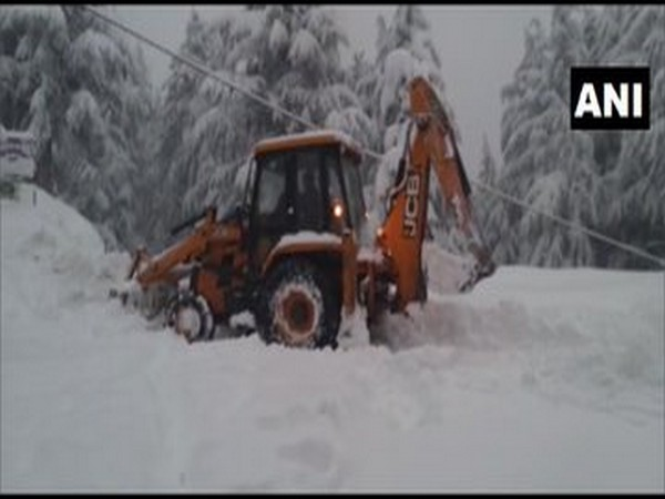 Snow clearance operation carried out by BRO at Mandhol in Shimla [Photo/ANI]