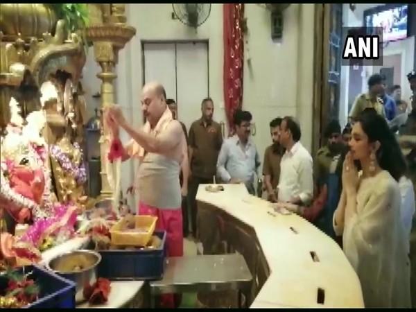 Deepika Padukone at Mumbai's Siddhivinayak Temple (Photo/ANI)