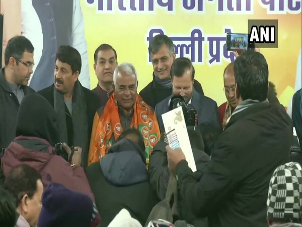 Former MLA Gugan Singh joined the BJP in the presence of Union Minister Prakash Javadekar in New Delhi on Monday. Photo/ANI