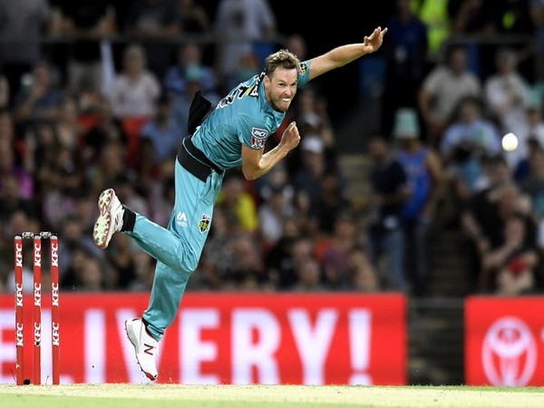 Ben Laughlin in action against Perth Scorchers (Photo/ BBL Twitter)
