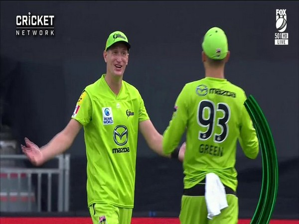 Sydney Thunders' Chris Morris celebrates after taking a catch against Melbourne Stars (Photo/ BBL Twitter)