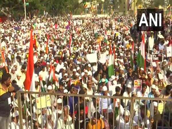 Karnataka: Protest against Citizenship Amendment Act (CAA) & National Register of Citizens (NRC), at Eidgah-e-Jadeed in Bengaluru.