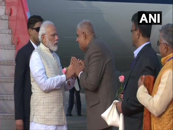 Prime Minister Narendra Modi being received at airport in Kolkata, West Bengal on Saturday. Photo/ANI