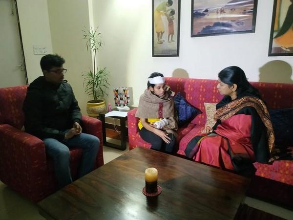 Delhi: DMK MP Kanimozhi meets Jawaharlal Nehru University Students' Union President Aishe Ghosh in the campus. [Photo/ANI]
