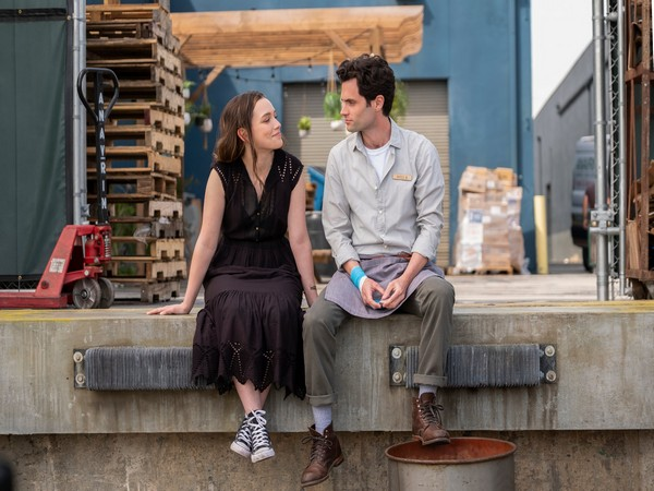 Penn Badgley and Victoria Pedretti in a still from 'You' (Image Source: Twitter)