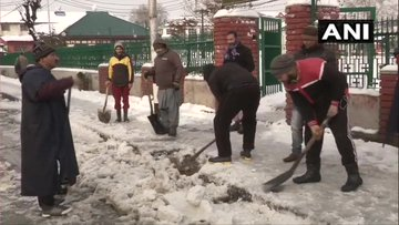 Snow clearance operation underway in Srinagar. [Photo/ANI]
