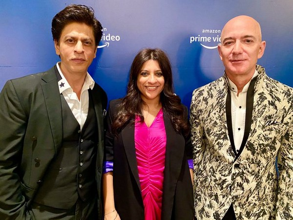 Actor Shah Rukh Khan with Director Zoya Akhtar and owner of e-commerce company Amazon, Jeff Bezos in Mumbai (Image Source: Twitter)