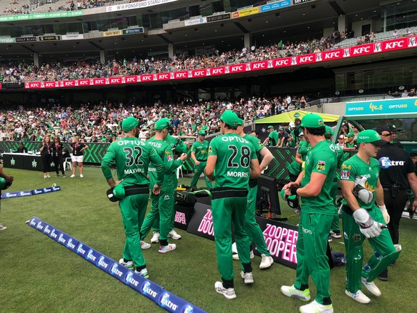 Melbourne Stars before the start of Perth Scorchers' innings (Photo/ Melbourne Stars Twitter)