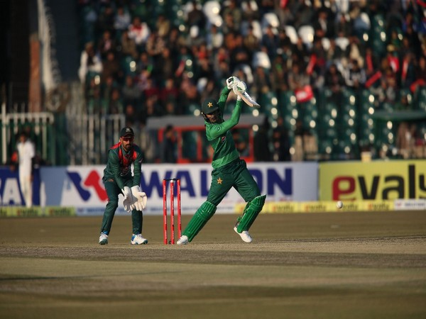 Shoaib Malik in action against Bangladesh (Photo/ PCB Twitter)