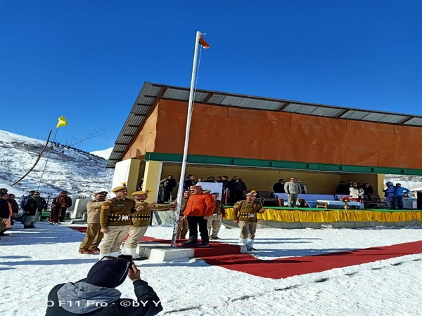 Lahaul-Spiti Deputy Commissioner KK Saroch unfurling the national flag at Keylong on Sunday. Photo/ANI