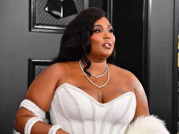 American singer-songwriter Lizzo at the red carpet of 62nd Grammy Awards (Image Source: Grammy Twitter)