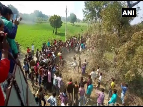 One person died and six got injured after villagers in Dhar district attacked them today. Photo/ANI