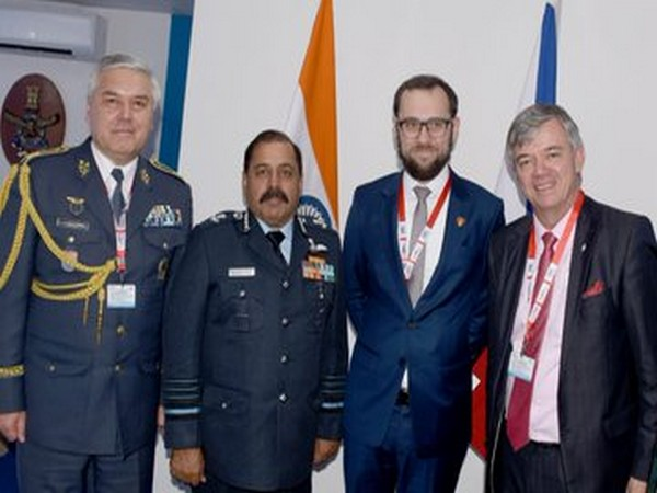 IAF Chief met dignitaries, delegations from various countries during inaugural ceremony of DefExpo (Photo tweeted by IAF)