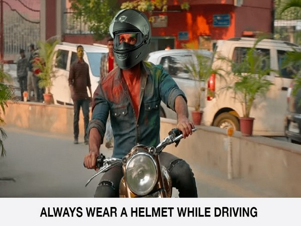 Gurugram Police spreading awareness about road safety (Photo/ Gurugram Police Twitter)