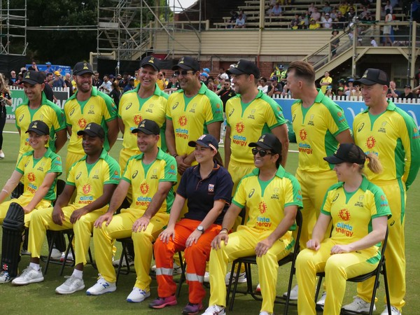 Ponting XI before start of Bushfire relief fundraiser match (Photo/ cricket.com.au Twitter)