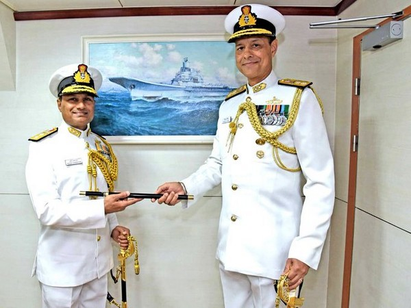 Baton of Flag Officer Commanding Western Fleet (FOCWF) handed over by RAdm Sanjay Jasjit Singh to RAdm Krishna D Swaminathan (Photo tweeted by Indian Navy)