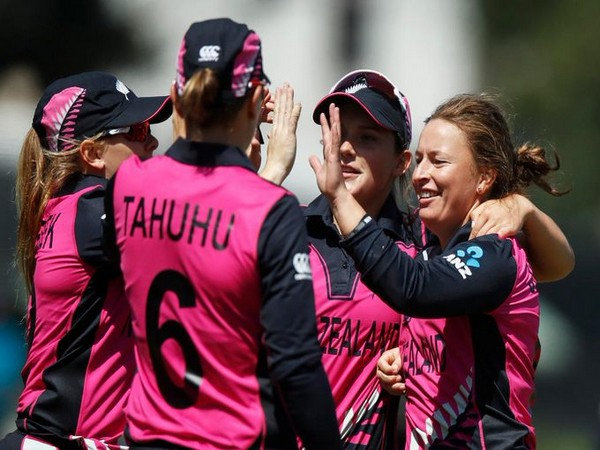 New Zealand cricket team in action against Bangladesh in Women's T20 World Cup (Photo/ T20 World Cup Twitter)