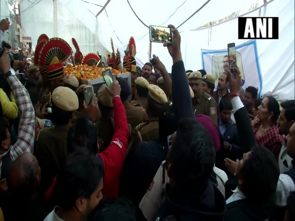 Mortal remains of Delhi Police Head Constable Rattan Lal were brought to his residence in Burari area on Tuesday. Photo/ANI