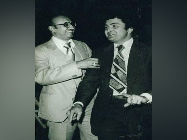Rishi Kapoor with film producer Manmohan Desai (Image Source: Twitter)