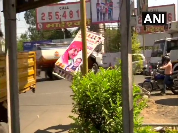 Bhopal Municipal Corporation workers pulling down hoardings put up by BJP across the city to welcome Jyotiraditya Scindia. Photo/ANI