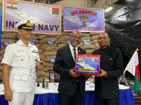 Ambassador Abhay Kumar handed over humanitarian aid brought by INS Shardul to Madagascar.