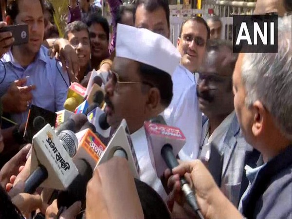Independent Madhya Pradesh MLA Surendra Singh Shera speaking to reporters on Wednesday. Photo/ANI