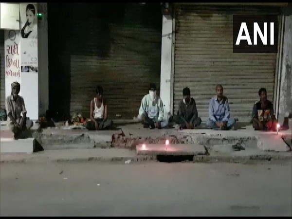 Homeless peple in solidarity with corona warriors; Bharuch, Gujrat