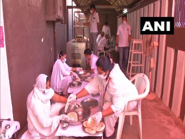 Arham Yuva Seva Group preparing food in Gujarat's Rajkot (Photo/ANI)
