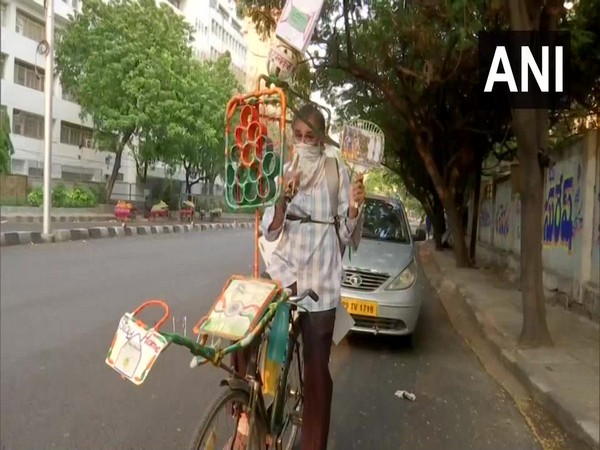 Dinesh Gupta, a 47-year-old man, rides on his cycle covering 20-30 km while visiting various parts of Hyderabad