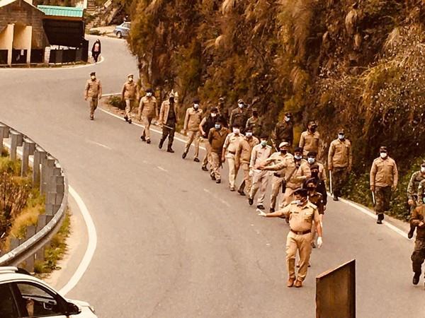 Shimla Police conduct flag march amid coronavirus curfew.