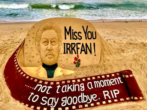 Sudarshan Pattnaik's sand art featuring late actor Irrfan Khan (Image Source: Twitter)