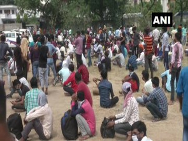 Migrants staged a demonstration outside the Deputy Commissioner's office in Ludhiana.