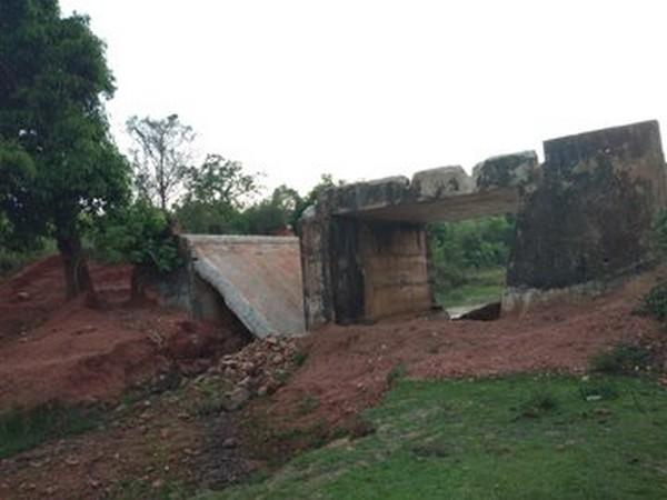 The damaged bridge over Dumman river in Dantewada.