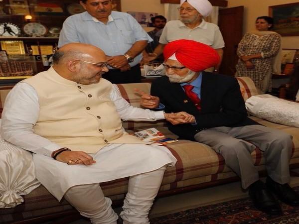 Union Home Minister Amit Shah with legendary hockey player Balbir Singh. (Photo/ Amit Shah Twitter)