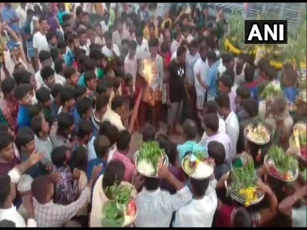 Social distancing norms flouted as crowd gather at village fair in Karnataka.
