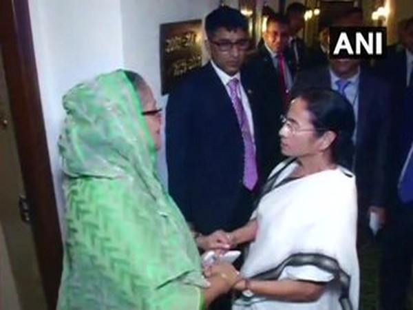 Bangladesh Prime Minister Sheikh Hasina with West Bengal Chief Minister Mamata Banerjee