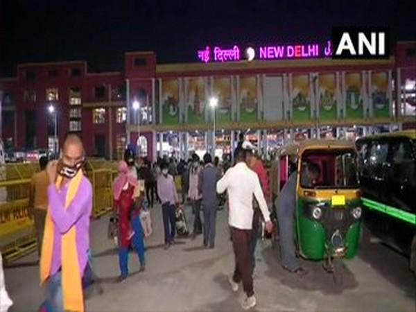 Passengers and cab/auto drivers at New Delhi Railway Station. [Photo/ANI]