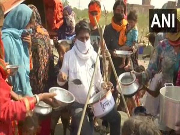 Migrant labourers stage protest with empty utensils in Punjab.