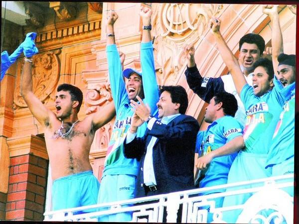 Sourav Ganguly celebrating the Natwest Trophy triumph. (Photo/ VVS Laxman Twitter)
