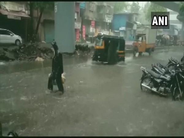 Rain lashes several parts of Thane leading to waterlogged streets [Photo/ANI]